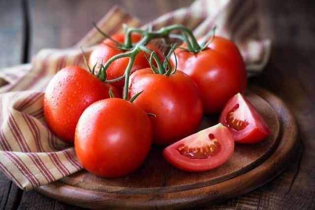 cà chua là thực phẩm tốt cho bốc hoả phụ nữ tiền mãn kinh