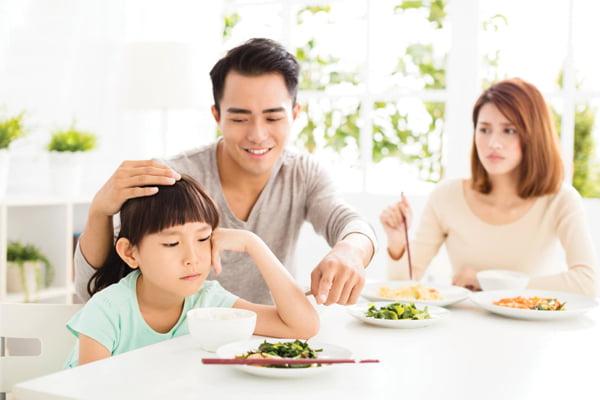 thói quen gây nên tình trạng biếng ăn ở trẻ nhỏ